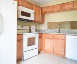 2 BED 2 BATH: 122 Pinewood Ct.